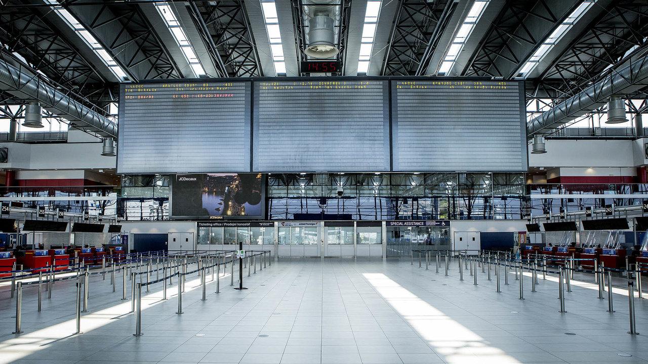 Tabule odletů napražském Letišti Václava Havla nyní často ukazuje třeba jen jedinou destinaci zacelý den. Loni přitom letiště odbavilo téměř 18 milionů cestujících.