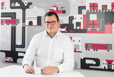 Logistika e-commerce čerpá inspiraci zoblasti automotive. Do budoucna se ale může stát lídrem inovací, tlak na její rychlost je enormní, tvrdí Konstantin Margaretis ze Skladonu.