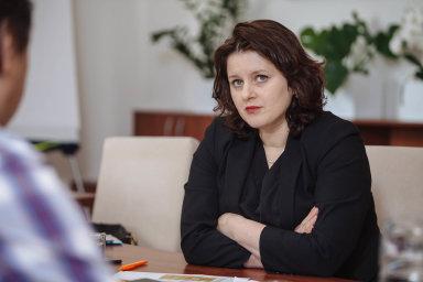"""""""Budeme se rozhodovat na základě dat. Určitě však bude pokračovat nějaký program na podporu mezd,"""" uvedla ministryně práce Jana Maláčová."""