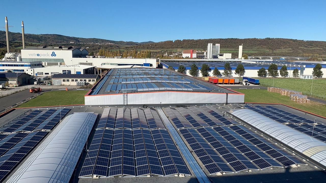 Nová solární elektrárna o rozloze 16 tisíc metrů čtverečních v lokalitě Pöchlarn produkuje přibližně 1 725 megawatthodin (MWh) ročně.