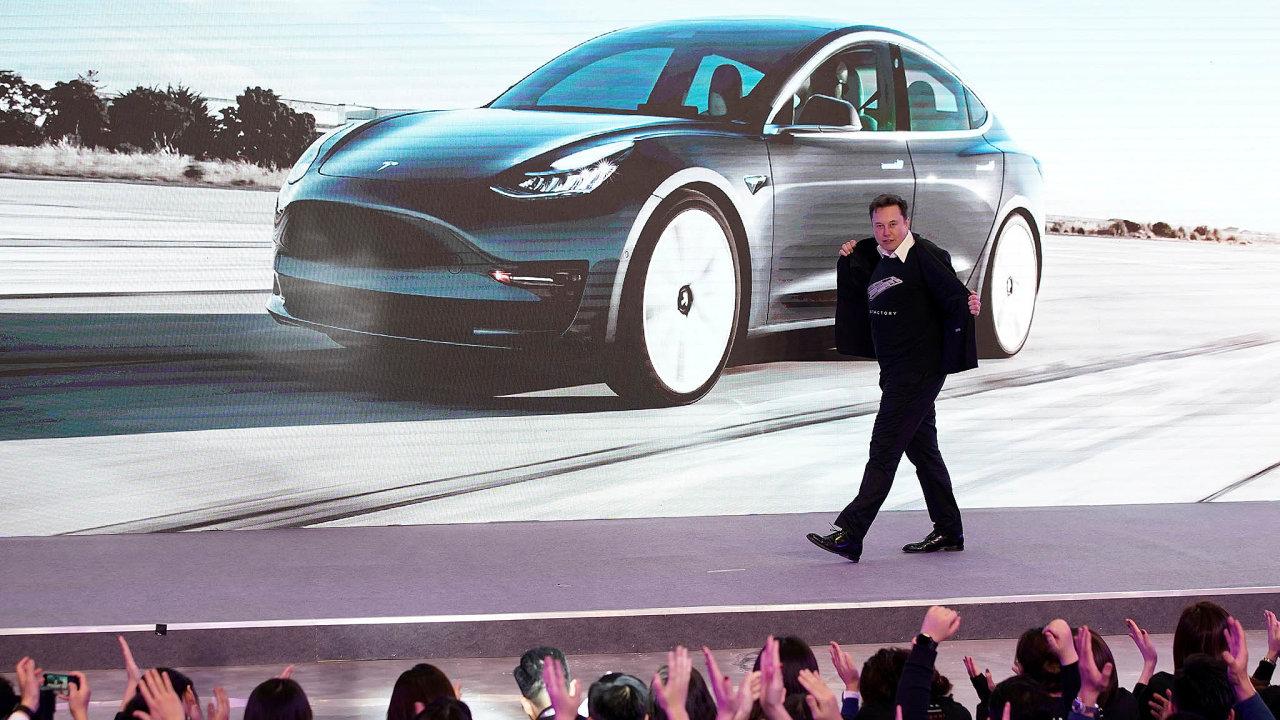 ZElona Muska se díky raketovému růstu akcií Tesly stal druhý nejbohatší muž světa. Forbes jeho jmění odhaduje na160 miliard dolarů.