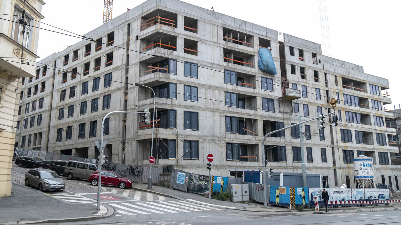 Letos na podzim má být v Praze dokončen také projekt Viktoria Center na Žižkově od developera CTR. Na snímku je jeho stavba z loňského listopadu.