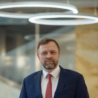 Je doba sluèování, konkurence se nebojím, navíc u nás mùže urychlit modernizaci, øíká šéf Komerèní banky