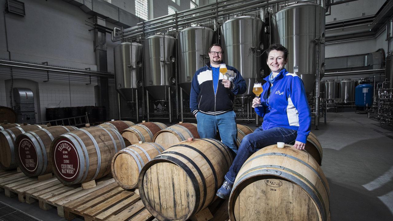 Poprvé se spolu pracovně setkali při programu Volba sládků Plzeňského Prazdroje. Nyní Lenka Straková a Michal Škoda spolu vedou pivovar Proud.