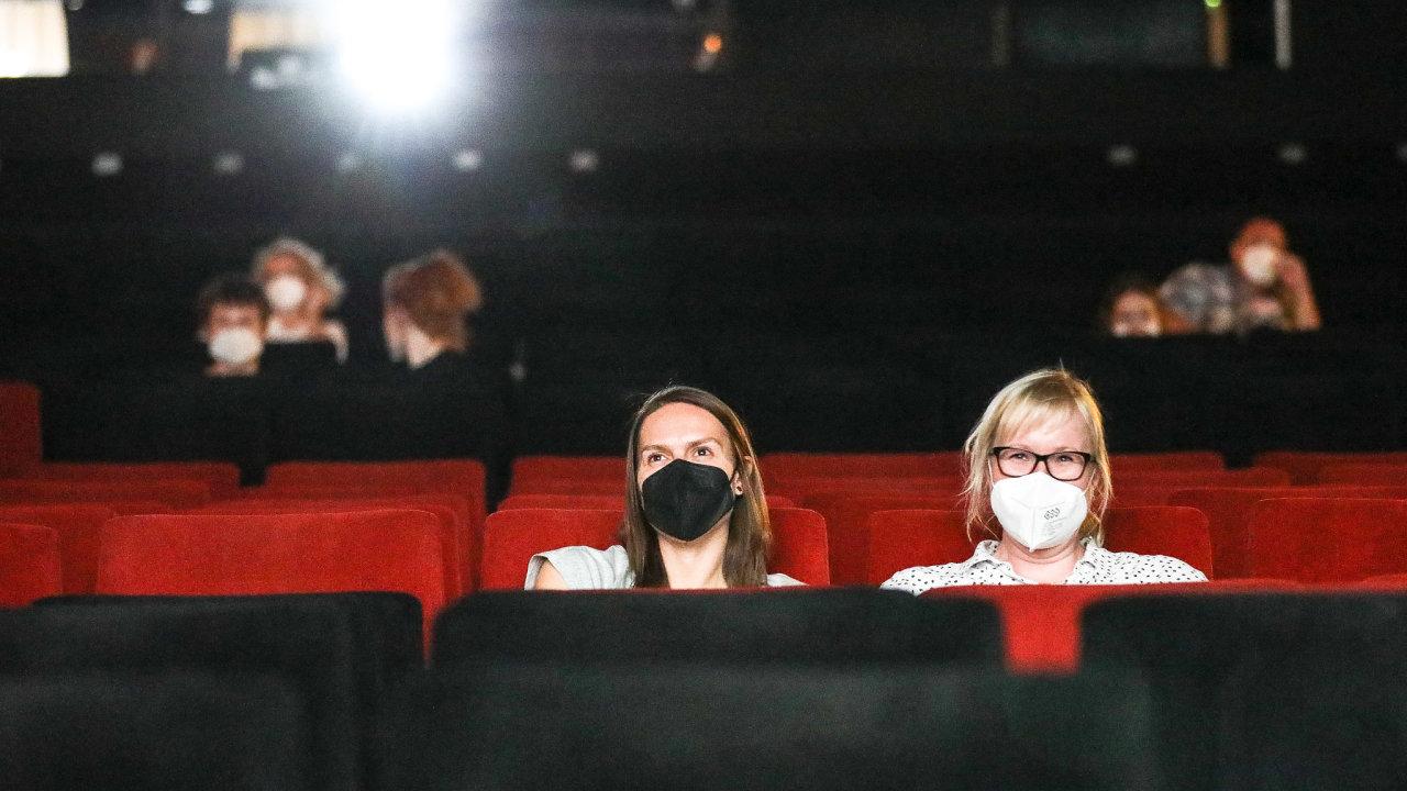 Čechům se koncem května otevřela kina.