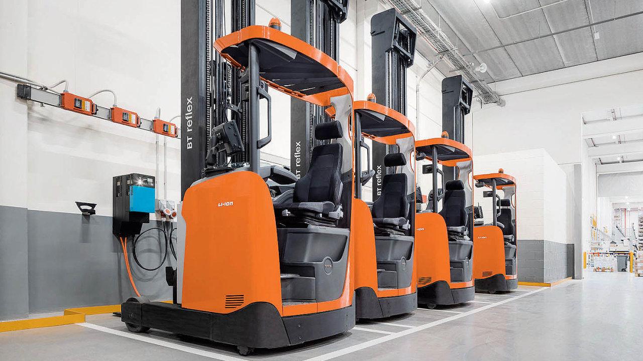 Je žádoucí, aby vozíky s li-ionovými bateriemi byly nabíjeny během jakékoli krátké přestávky.
