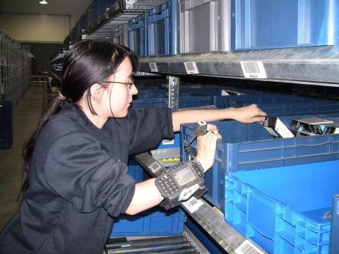 pracovnice v modernizovaném skladu