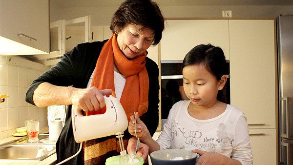 Marie Maslowska a jej� sv��enkyn� Wu Tien Duong