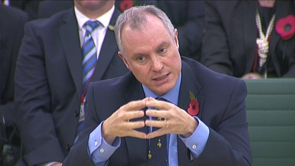 Ředitel britské tajné služby Iain Lobban má co vysvětlovat
