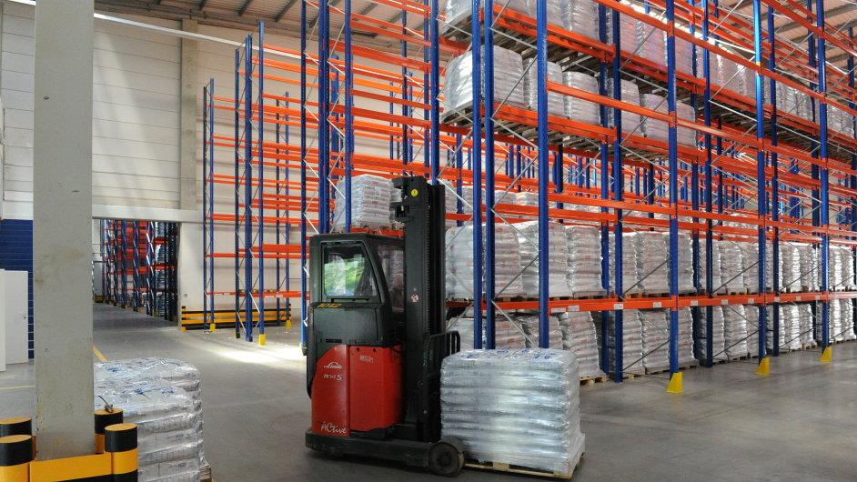 V celém odvětví služeb loni v ČR nejvíce rostly tržby ve skladování