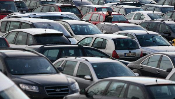 Ekologická daň se bude nově vztahovat i na auta stará deset let. - Ilustrační foto.