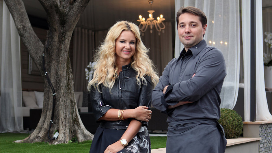 Interiér Babišovy restaurace Paloma navrhla jeho žena Monika Babišová, šéfkuchař Nikolas Decherchi (vpravo) designuje pokrmy.