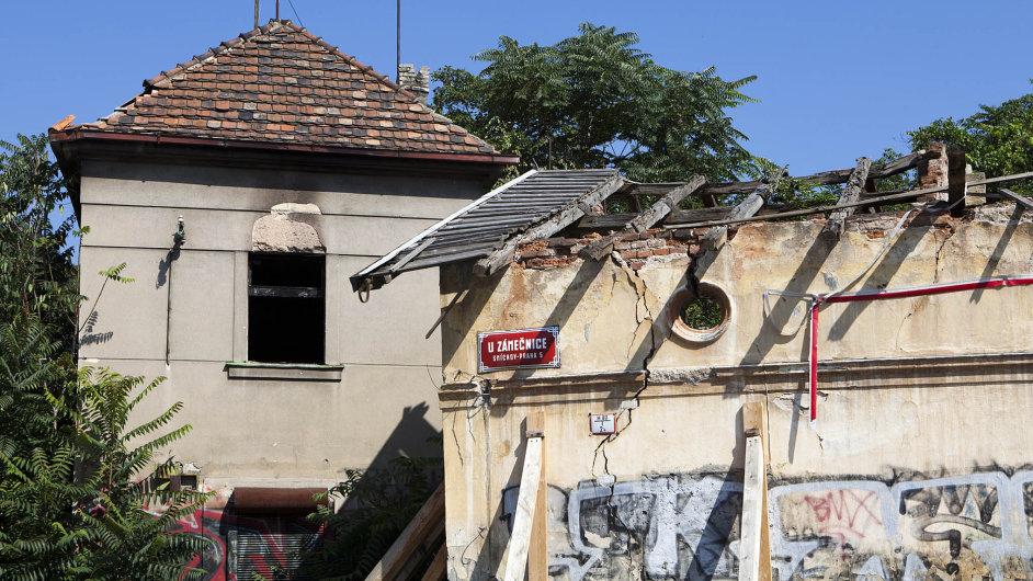 Dlouhodobě chátrající osada Buďánka v Praze - Smíchově