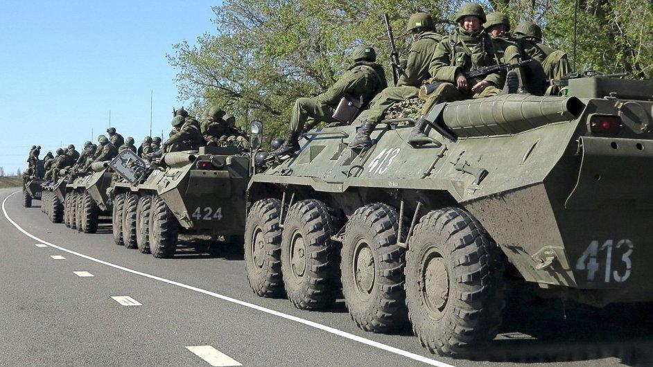 Ruská armáda u příhraničního města Bělgorod nedaleko hranic s Ukrajinou.