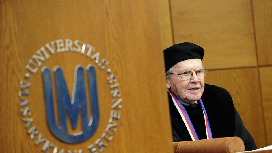 Emeritní profesor Yaleovy univerzity Peter Demetz převzal v Brně čestný doktorát Masarykovy univerzity.