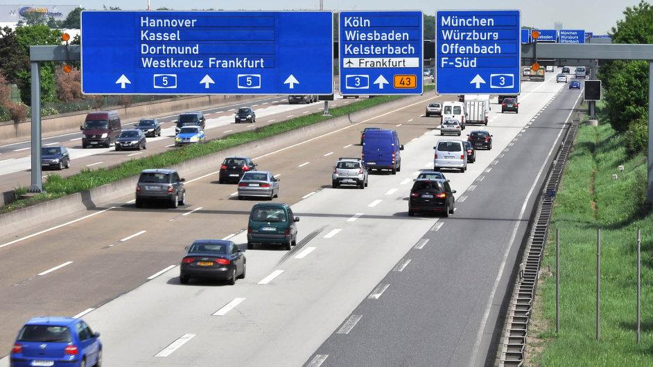 Zahlen, bitte! Za jízdu po německých dálnicích se bude od příštího roku platit.