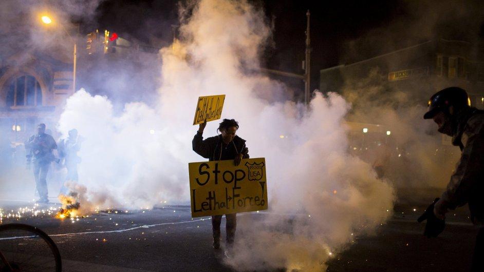 Střety v americkém Baltimoru pokračovaly i v noci na středu.