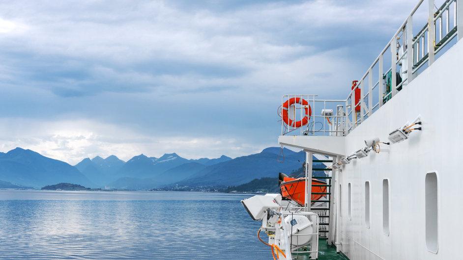 Plavba lodí, loď, parník, výlet - ilustrační