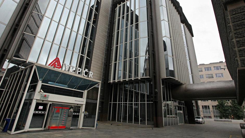 VZP má od ČEZ v budově ve Vinohradské ulici pronajaté prostory do konce března 2016.
