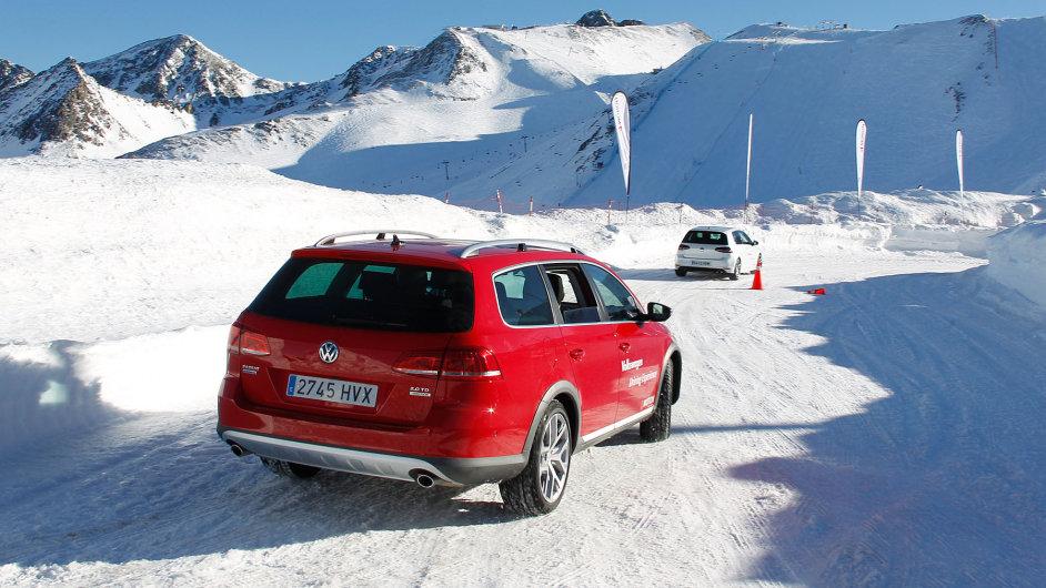 Do švýcarských Alp se nové vozy Volkswagen zatím nepodívají - Ilustrační foto.