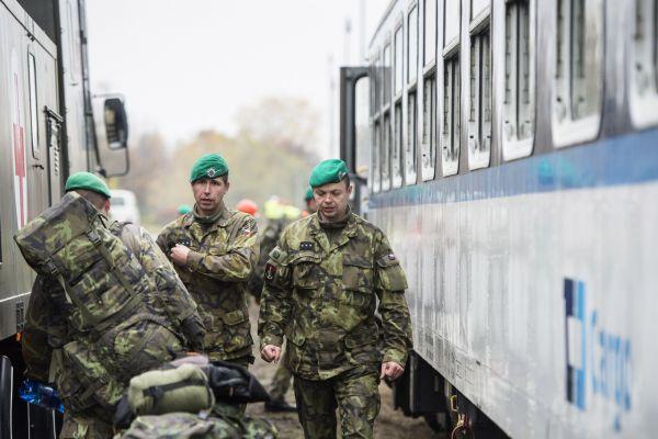 Vojáci odjíždí z Hradce Králové do Slovinska pomáhat s migrací. Oficiálně se vojáci 15. ženijního pluku a odborný zdravotnický personál Agentury vojenského zdravotnictví zúčastní cvičení BLED 2015.