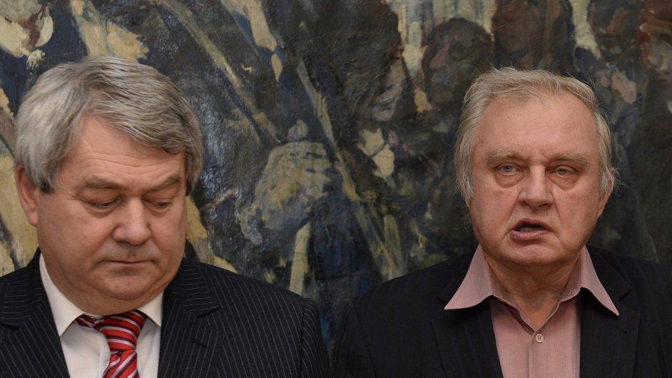 Europoslanec Miloslav Ransdorf v sídle KSČM vysvětloval své zadržení v curyšské bance.