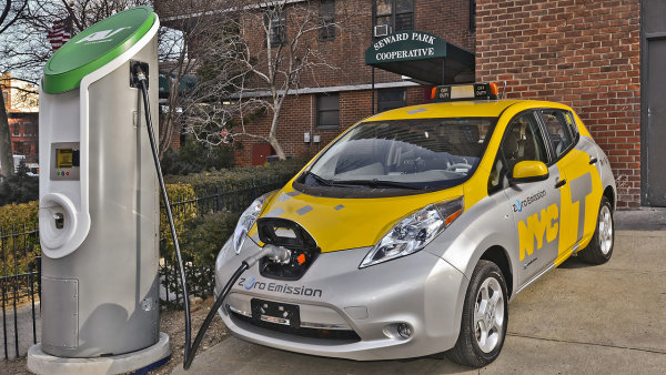 Prodeje elektrick�ho Nissanu Leaf se v USA propadly.