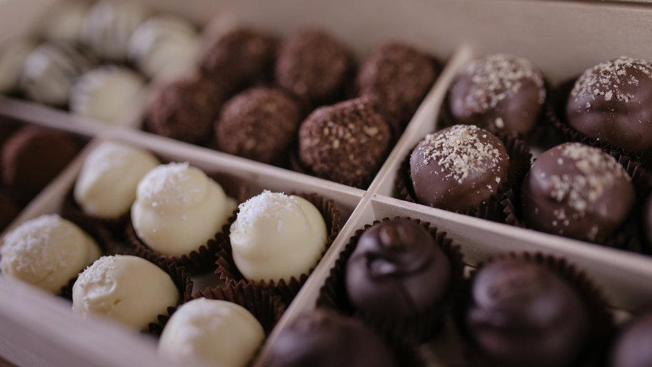 Jitka Herůfková ručně vyrábí dvacet druhů čokoládových lanýžů.