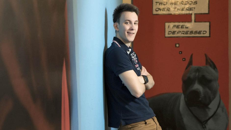 Jakub Váňa (24), známý jako House, založil svůj YouTube kanál před šesti lety. Zabývá se komentováním PC her, jeho videa odebírá přes 600 tisíc fanoušků.