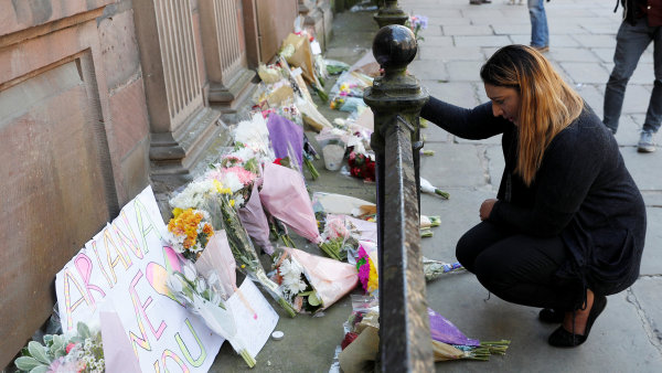 """""""Manchesterská komunita přežije tohle zvěrstvo,"""" píše Benjamin Tallis."""