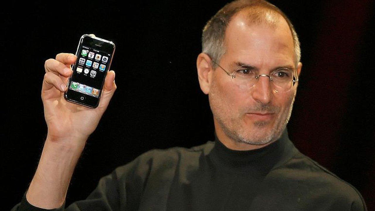 iPhonu je deset let. Znovu jsme vynalezli telefon, řekl tehdy Steve Jobs