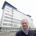Petr Škoda, general manager Jusda Europe, před jednou z mnoha budov pardubického areálu firmy Foxconn.