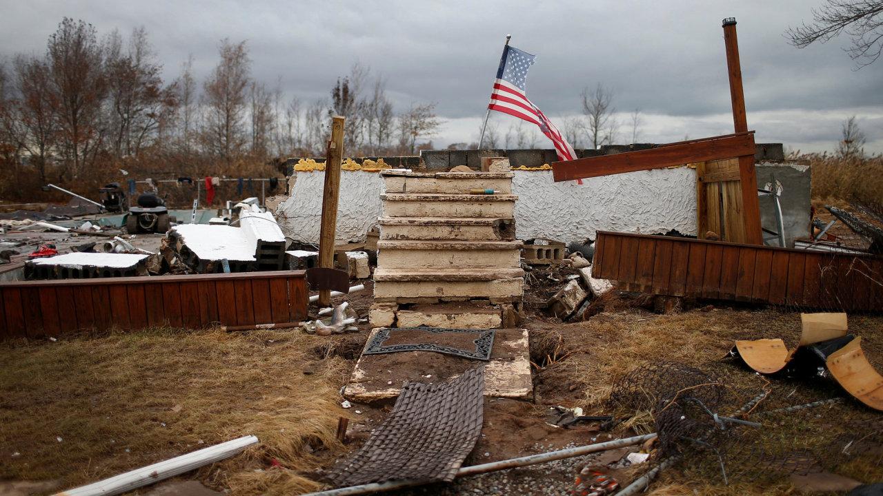 Navzdory škodám způsobeným sérií hurikánů zpomalilo tempo růstu americké ekonomiky jen mírně - Ilustrační foto.