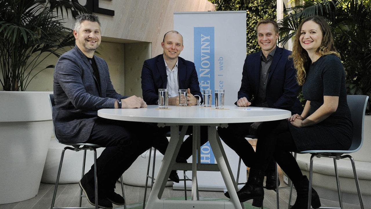 Kulatého stolu HN se zúčastnili (zleva): Petr Dolejší, Petr Chadima aPetr Lipenský. Debatu moderovala redaktorka Hospodářských novin Kristína Paulenková.