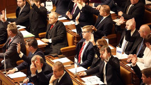 Návrh KSČM na zdanění církevních náhrad prošel druhým čtením, definitivní rozhodnutí by mohlo padnout již v lednu