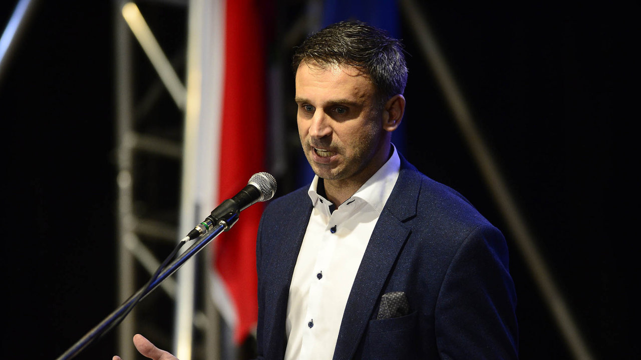 První místopředseda ČSSD Jiří Zimola chce, aby vzákoně oobecném referendu byla možnost hlasovat také ovystoupení zEU. Rozzlobil tím řadu spolustraníků i hnutí ANO.