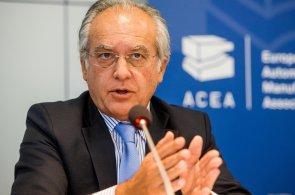 Auta na naftu mají budoucnost, říká předseda asociace výrobců automobilů. Evropa je v dieselech na světové špičce
