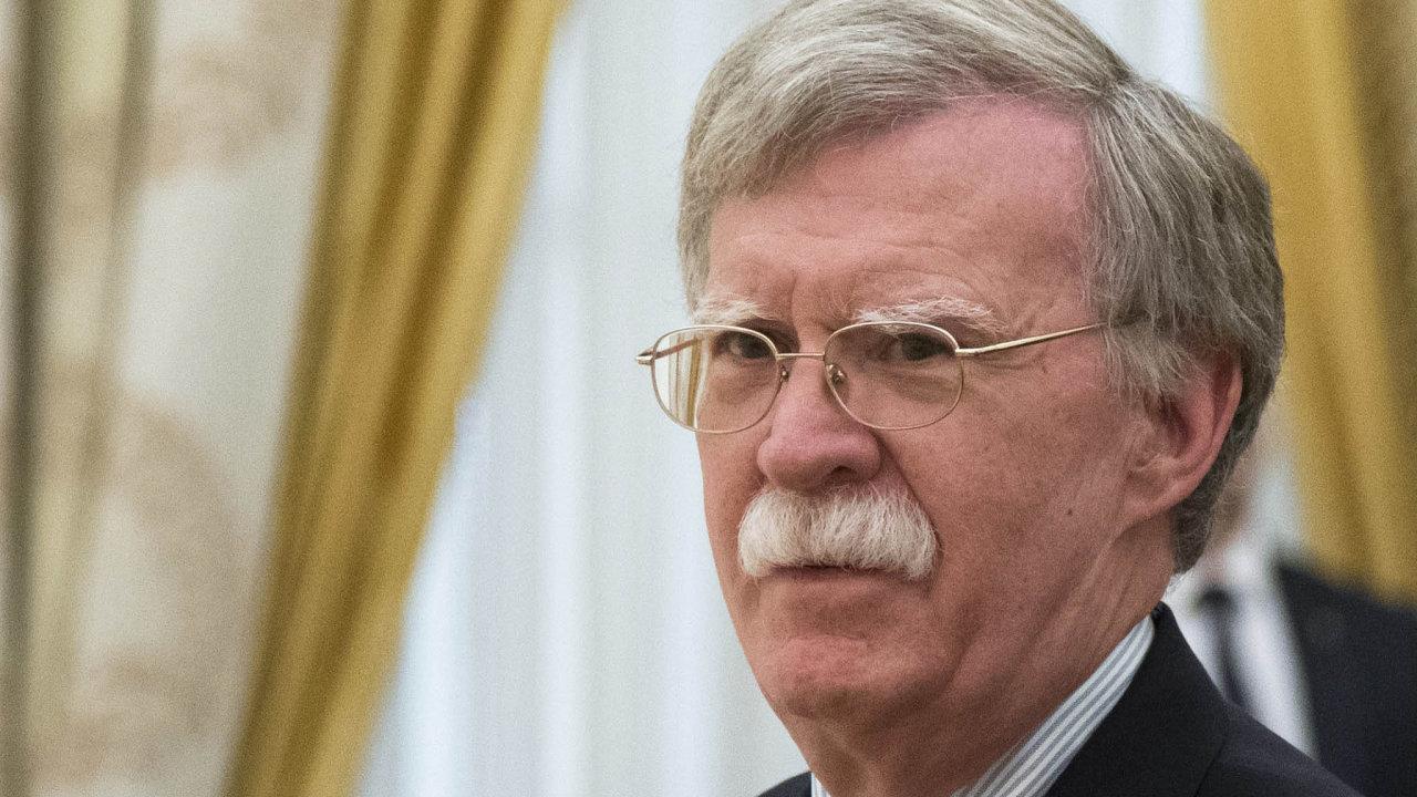 Amerického poradce pro národní bezpečnost Johna Boltona čeká nepříjemný rozhovor sVladimirem Putinem. Možná právě tato návštěva odstartuje nové závody vezbrojení.