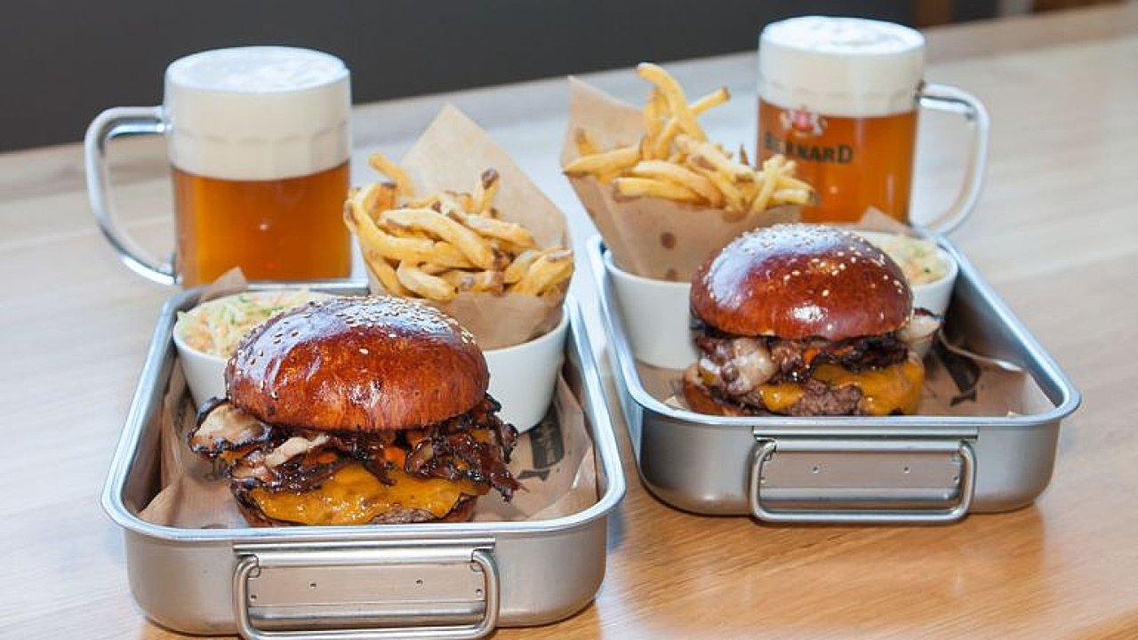 Tohle je korýtko štěstí.  Gastromapa Lukáše Hejlíka vám ukáže Q-Burger Bar.