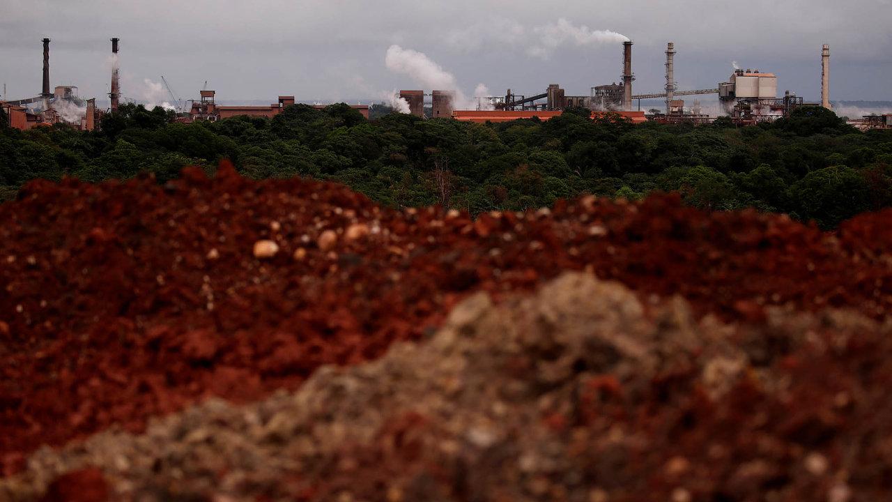 Alunuorte, největší světová rafinerie na výrobu hliníku v brazilském státě Pará.