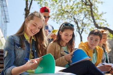 """""""Je potřeba rodičům vysvětlovat, že se nehroutí svět, pokud jejich dítě zůstane na základní škole,"""" prohlašuje ředitel pražského Gymnázia Botičská Stanislav Luňák."""