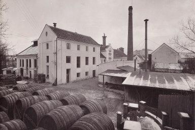 Vroce 1936 vDobrušce instalovali varnu, která slouží dodnes.