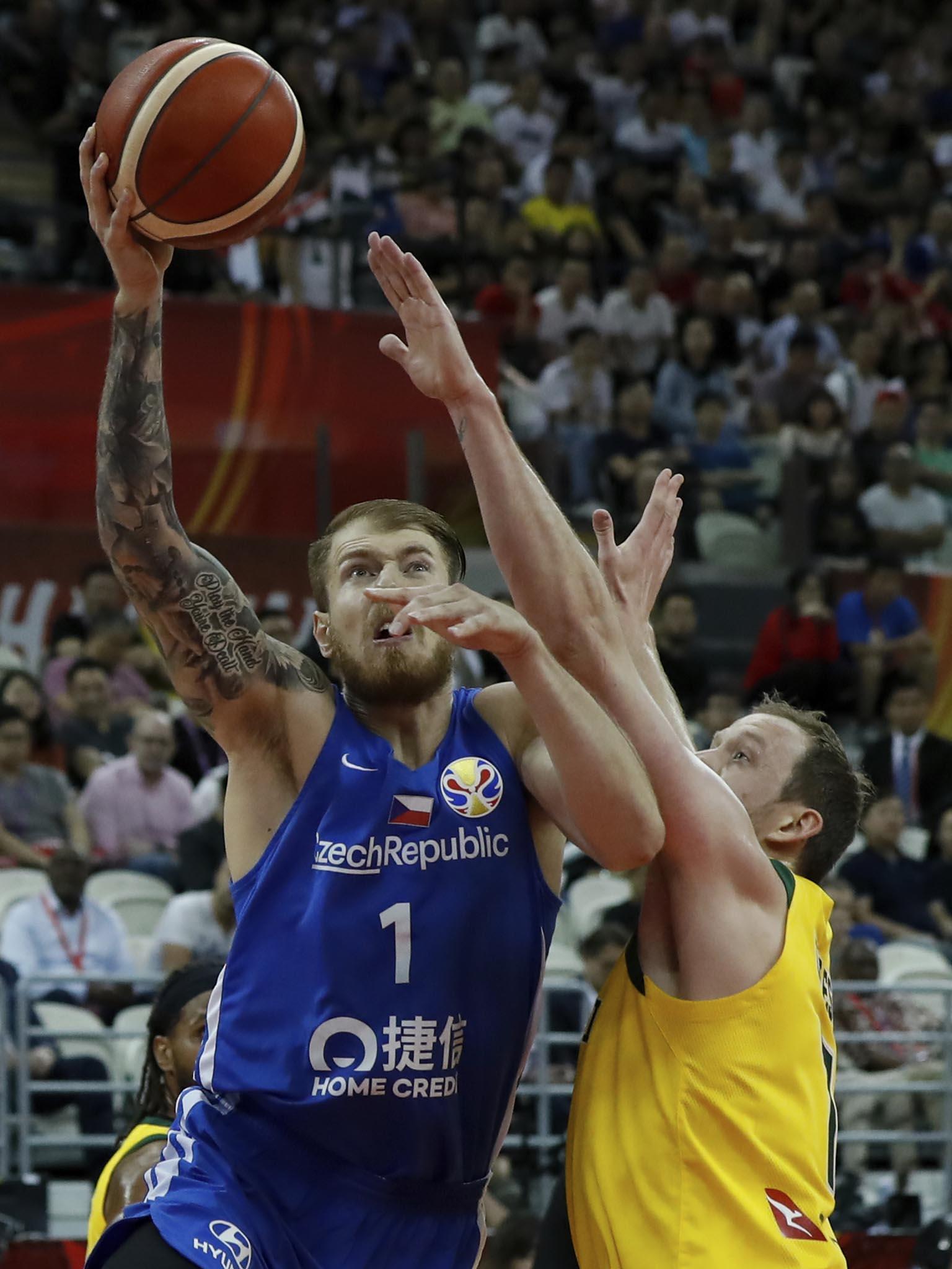 Český výběr prohrál ve čtvrtfinále mistrovství světa s Austrálií 70:82 a čekají ho zápasy o páté až osmé místo.