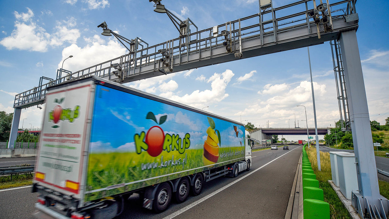 Kdy skončí? Systém odečítání mýtného z bran na dálnicích provozovaný Kapschem by mohl skončit v listopadu, i když antimonopolní úřad rozhodl jinak.
