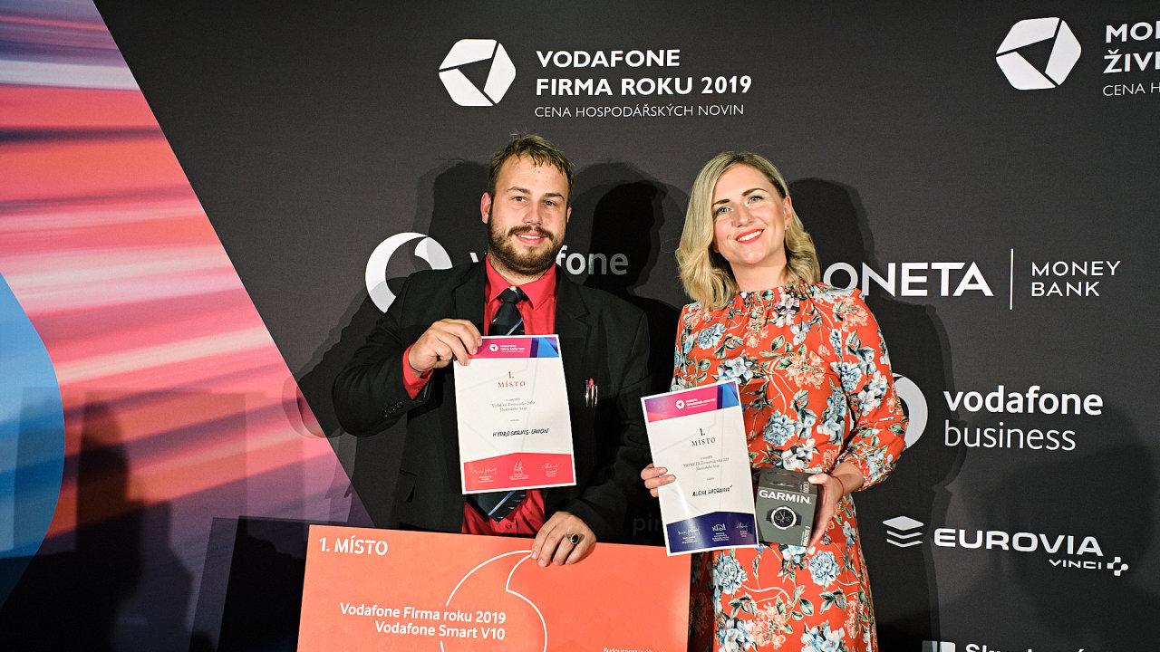 Ředitel Firmy roku Hydroservis Viktor Korbel a vítězná živnostnice Alena Hadravová.