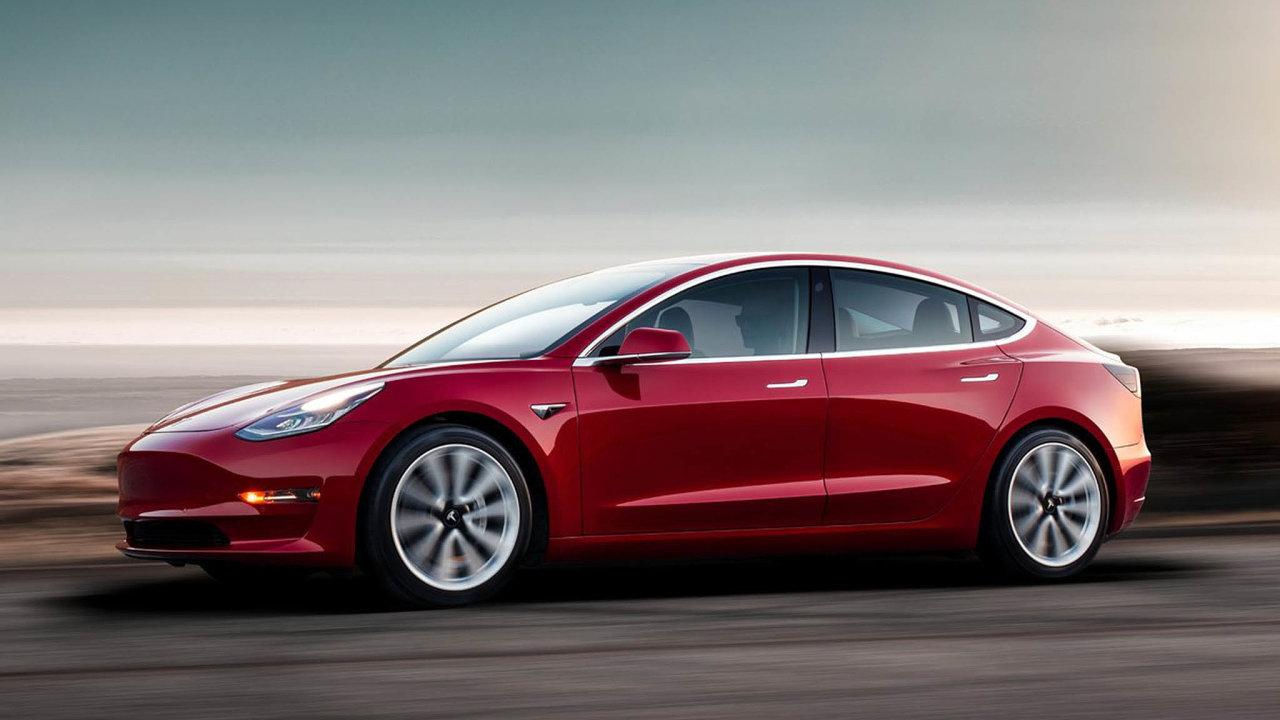 Celkově společnost Tesla vpředposledním čtvrtletí zvýšila prodej oproti předchozím třem měsícům onecelá dvě procenta narekordních 97 tisíc.
