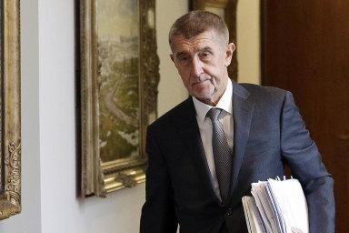 Český premiér Andrej Babiš by se měl zbavit střetu zájmů, uvádí návrh závěrečné zprávy poslanců z výboru Evropského parlamentu.