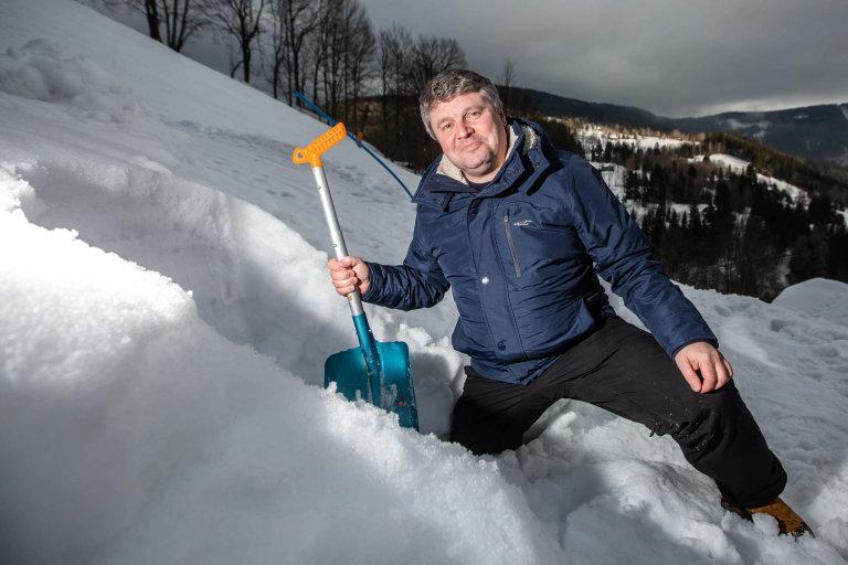 Bojuji svirem zchalupy. Karel Roubík (48) řídí tým vědců, který naprojektoval plicní ventilátory, zchalupy vKrkonoších.