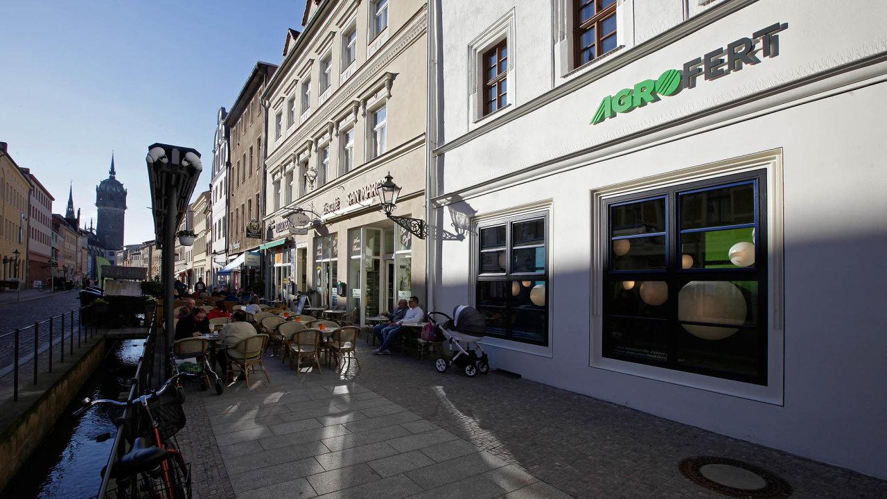 Kritici tvrdí, že v současné podobě by návrh zákona oevidenci skutečných majitelů mohl pomoci premiéru Andreji Babišovi vkauze střetu zájmů kvůli holdingu Agrofert.
