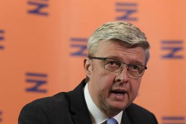 Místo 10 let se investice budou odepisovat tři roky, navrhuje ministr průmyslu Karel Havlíček.